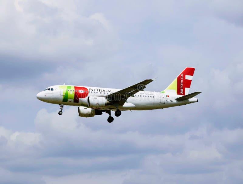 Een vliegtuig van Lucht Portugal stock afbeeldingen
