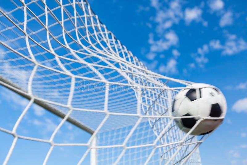 een voetbalbal in een net royalty-vrije stock foto