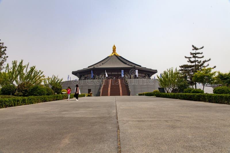 Een volledige mening van de Ming-tempelruïnes in het kapitaal van de zhoudynastie in luoyang, China stock foto
