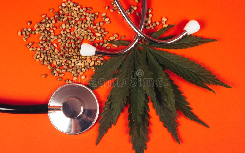Een voorschrift voor medische marihuana stock foto's