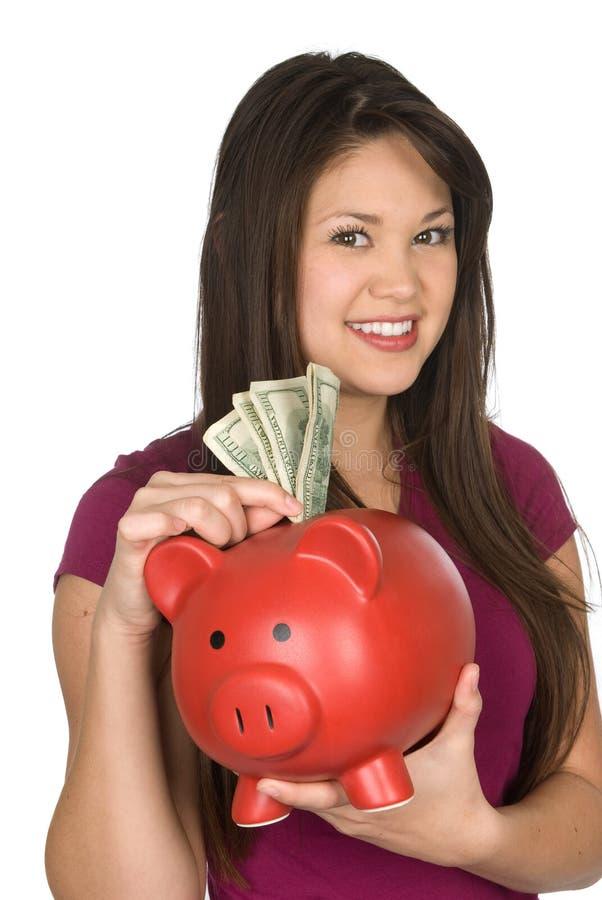 Een vrouw en haar spaarvarken stock fotografie