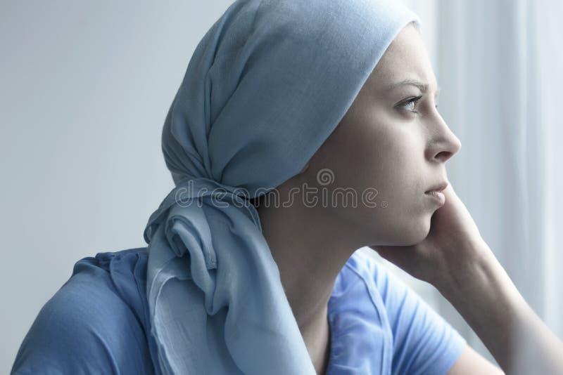 Een vrouw in het ziekenhuis royalty-vrije stock afbeeldingen