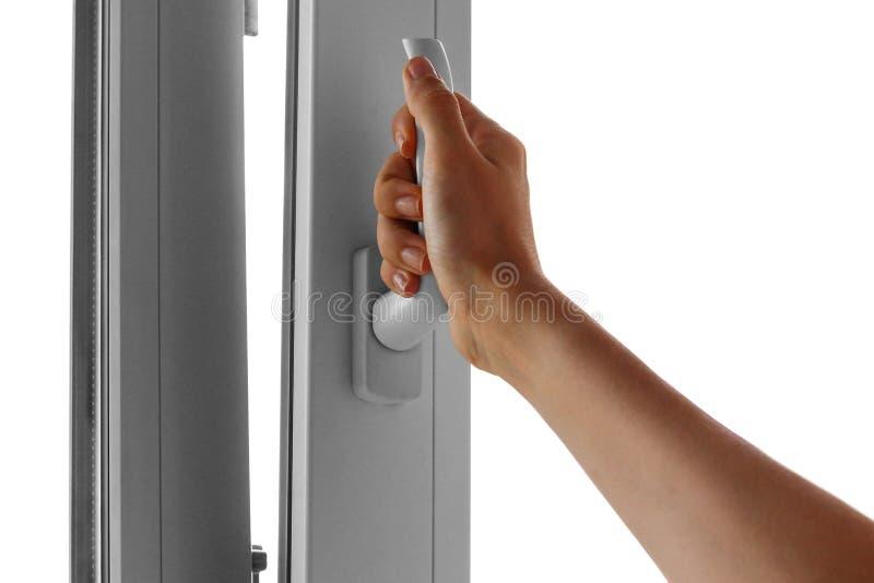 Een vrouwen` s hand opent een wit plastic venster Sluit omhoog royalty-vrije stock foto