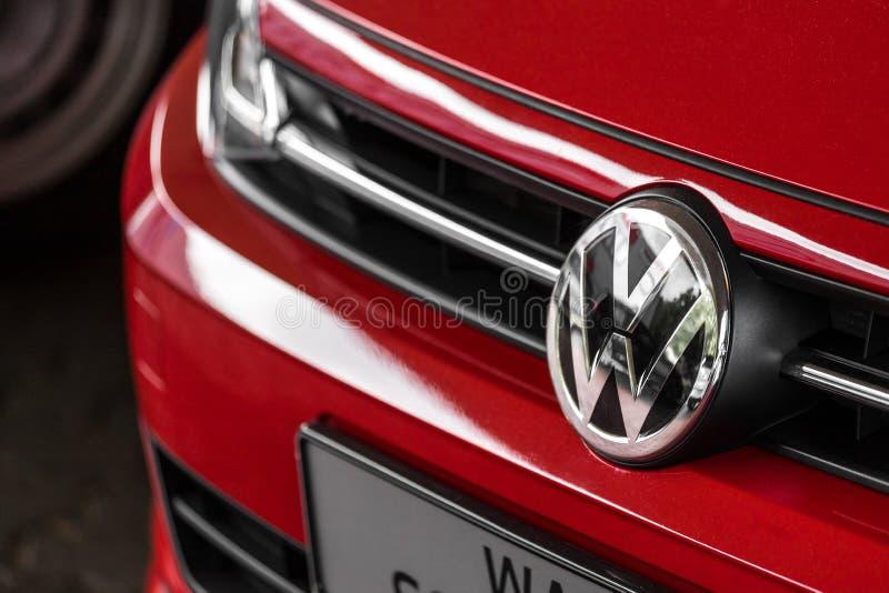 Een VW-autoteken in siegen Duitsland royalty-vrije stock afbeelding