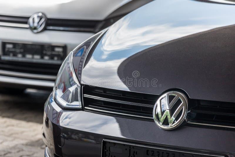 Een VW-autoteken in siegen Duitsland royalty-vrije stock afbeeldingen