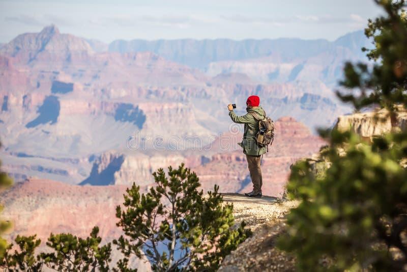 Een wandelaar in het Nationale Park van Grand Canyon, Zuidenrand, Arizona, de V.S. royalty-vrije stock foto