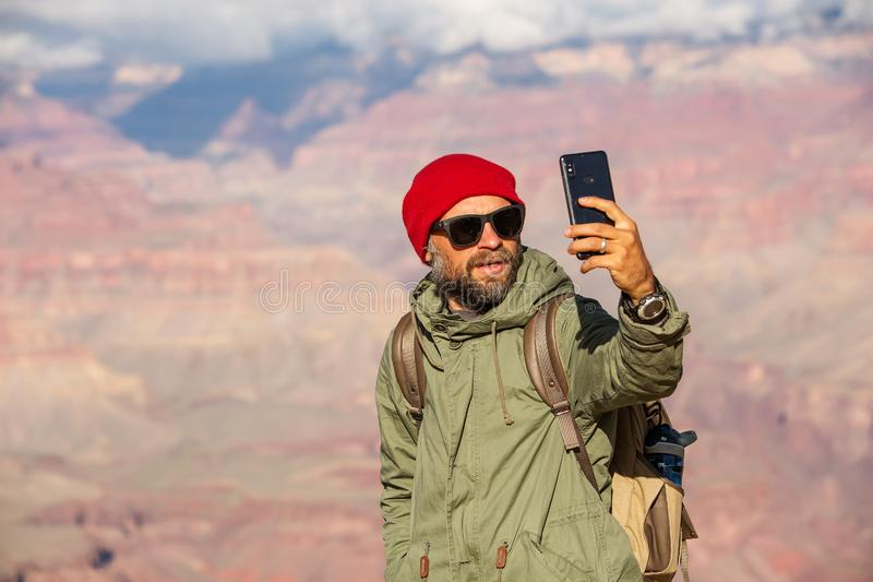 Een wandelaar in het Nationale Park van Grand Canyon, Zuidenrand, Arizona, de V.S. stock foto