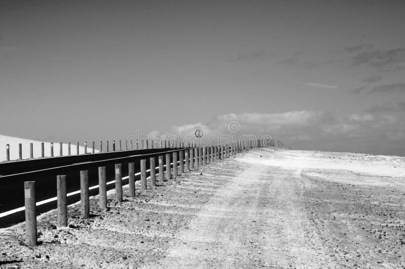 Een weg aan de horizon stock fotografie