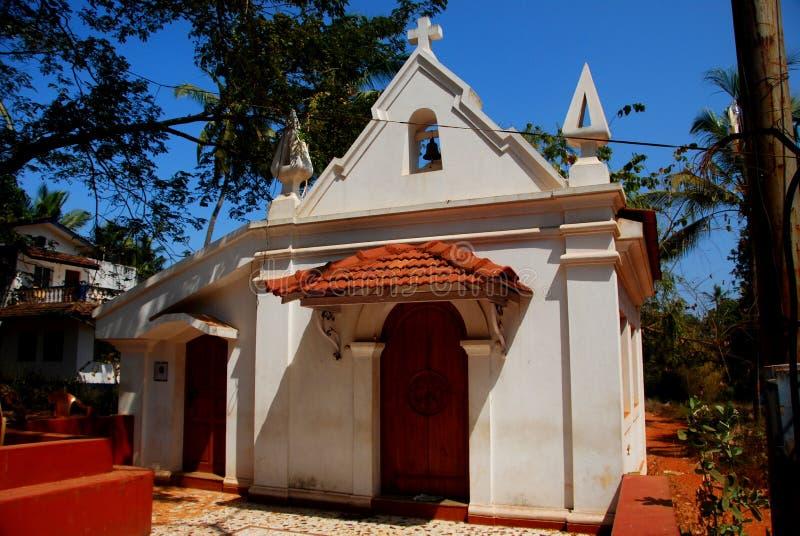 Een weinig koloniale stijlkerk in Candolim stock foto's