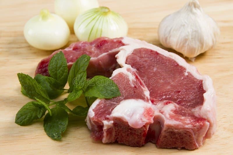 Een Welse lamskotelet met kruiden stock foto