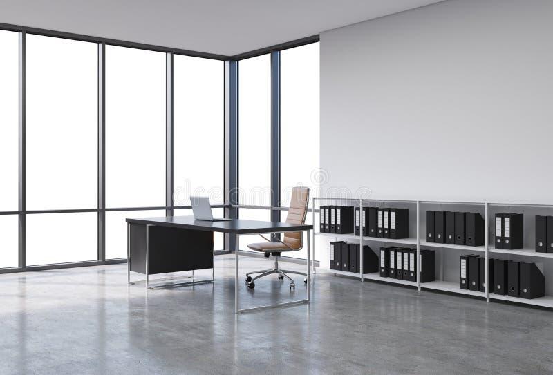 Een werkplaats in een modern hoek panoramisch bureau met exemplaarruimte in de vensters Een zwart bureau met laptop, bruin leer z royalty-vrije illustratie