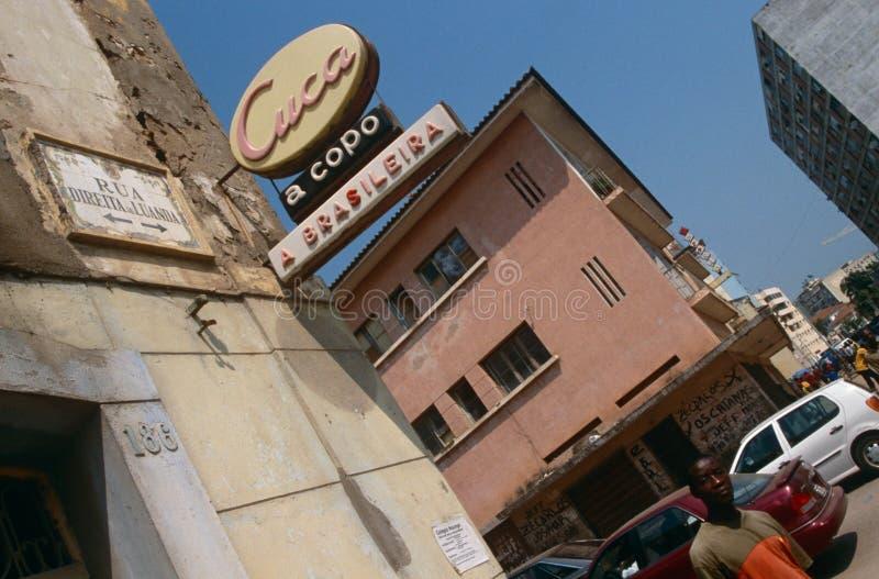 Een winkelteken in Luanda, Angola. royalty-vrije stock afbeelding