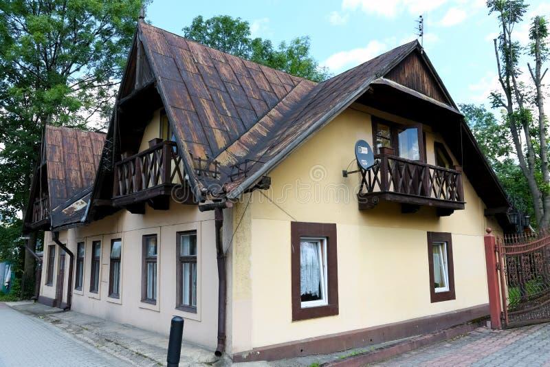 Een woningbouw van één verdieping met een zolder royalty-vrije stock foto