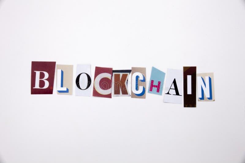 Een woord het schrijven tekst die concept BLOCKCHAIN tonen die van de verschillende brief van de tijdschriftkrant voor Bedrijfsge stock foto's