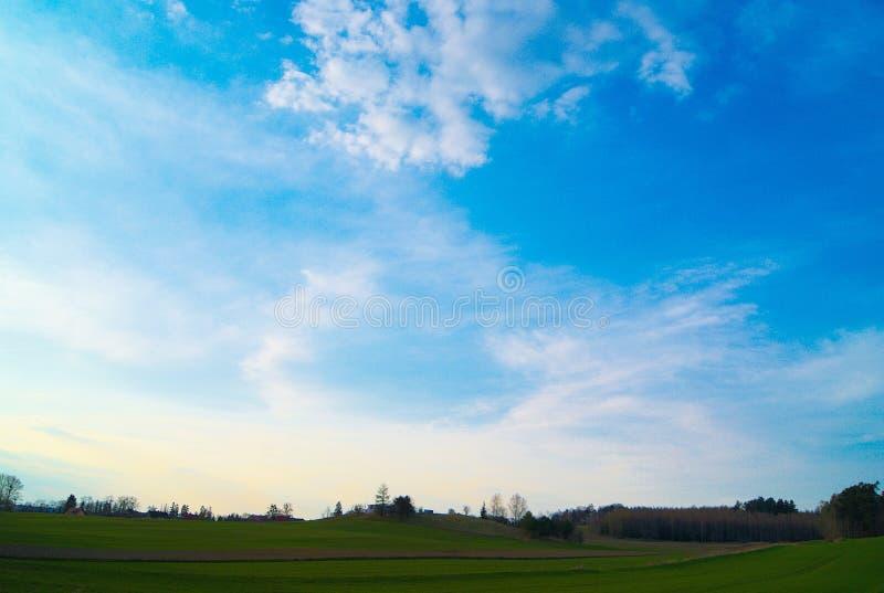 Een zeer aardige mening van aard en hemel tijdens een zonnige dag royalty-vrije stock fotografie