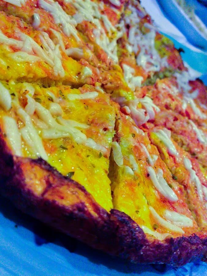 een zeer goede pizzaiolaomelet gemaakt met tomaat en mozarellakaas stock afbeelding