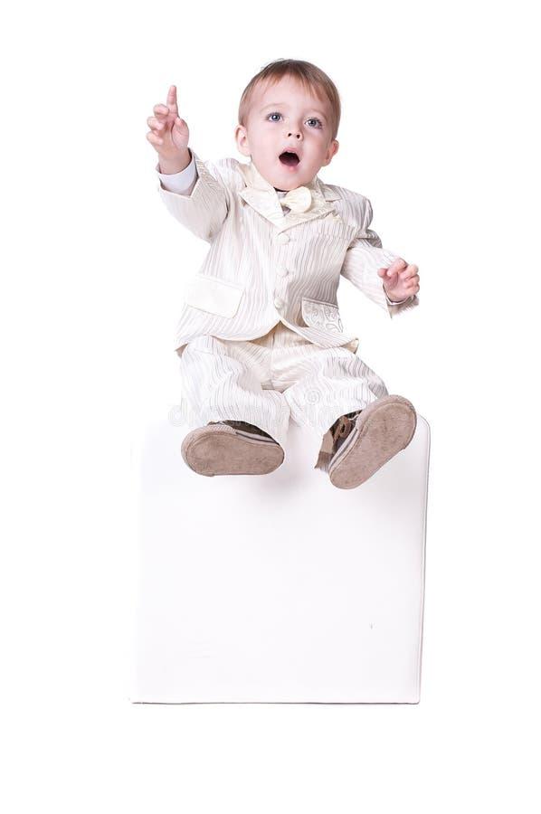 Een zeer leuke jonge verraste die jongen, op wit wordt geïsoleerd stock afbeeldingen