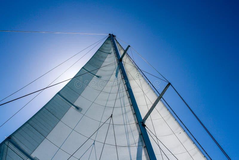 Een zeil in de wind royalty-vrije stock afbeelding