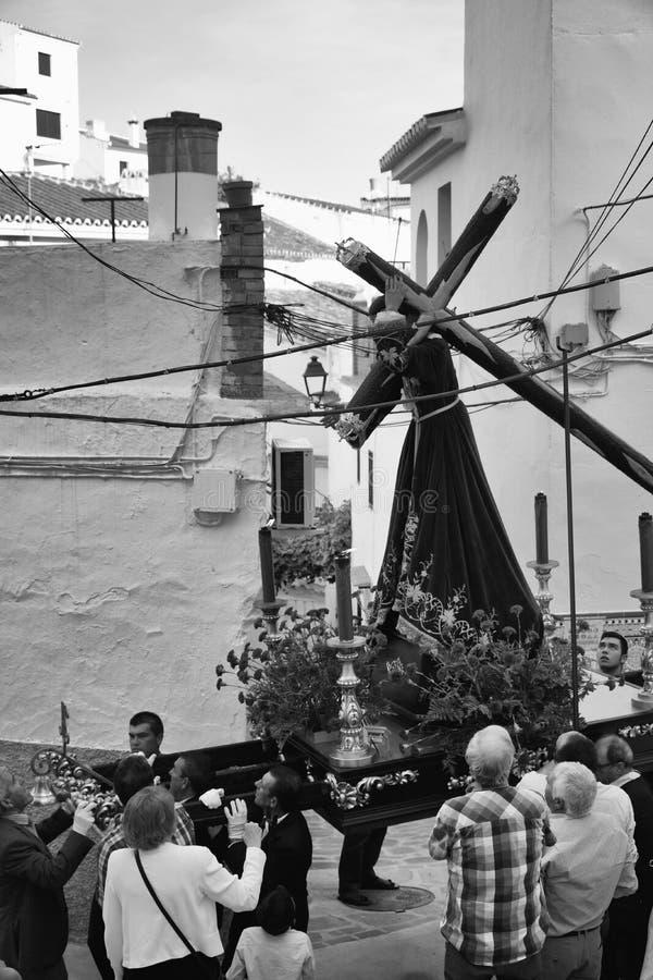 Een zenuwachtig ogenblik De optocht van de Semanakerstman, Sedella, Spanje stock fotografie