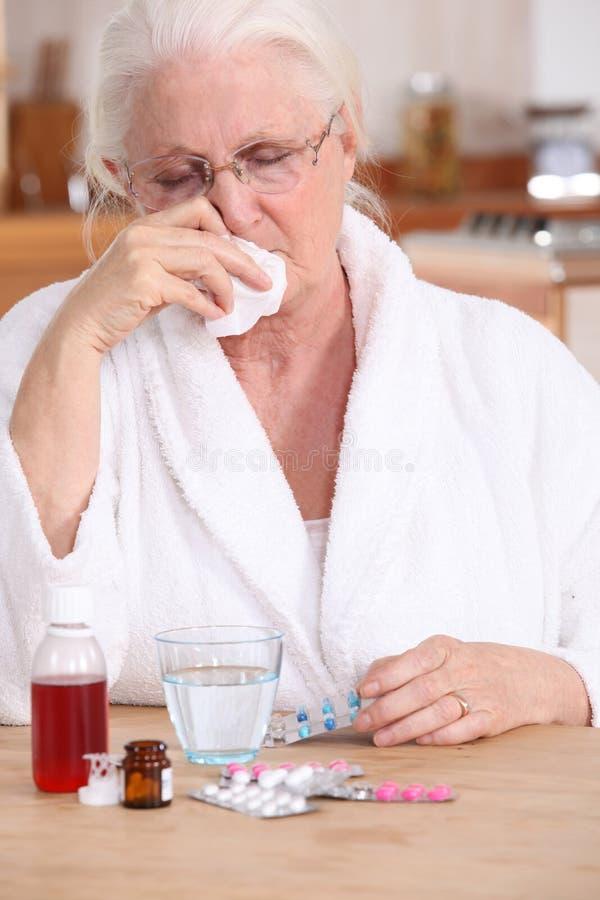 Een zieke oude dame royalty-vrije stock afbeelding