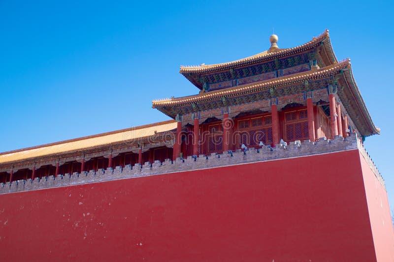 Een Zijtoren langs de Rechte Poort die van Tiananmen-Vierkant in de Verboden Stad in Peking, China leiden stock fotografie