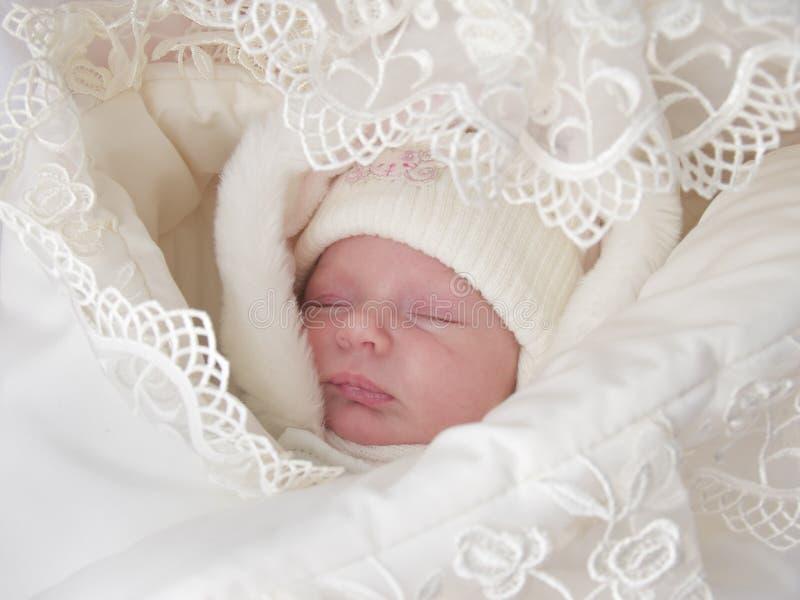 Een zoete babyslaap stock foto's