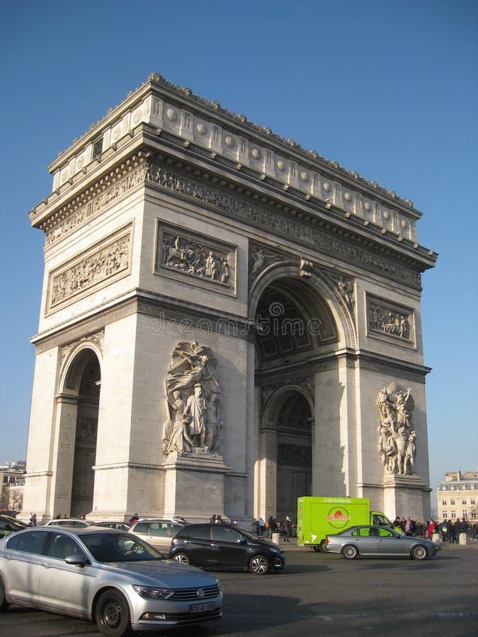 Een zonnige dag bij L 'Arc de Triomphe DE l 'Etoile, Parijs royalty-vrije stock fotografie