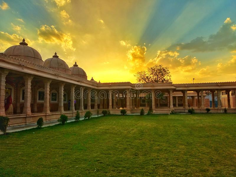Een zonsondergang bij het paleis royalty-vrije stock foto