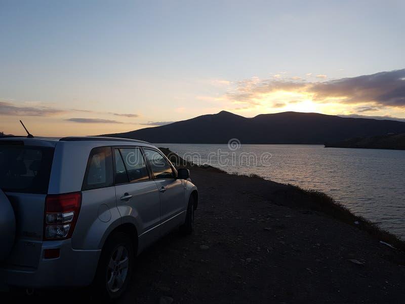 Een zonsondergang op het meer stock afbeelding