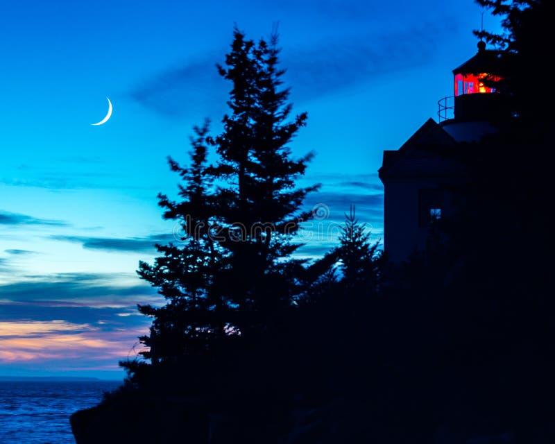 een zonsondergang van Bass Harbor Healight House-silhouet stock fotografie