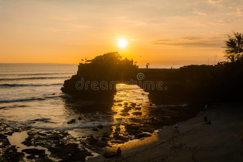 Een zonsondergangmening van Tanah-Partijtempel stock afbeeldingen