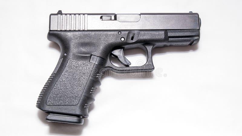 Een zwart 9mm pistool stock foto's