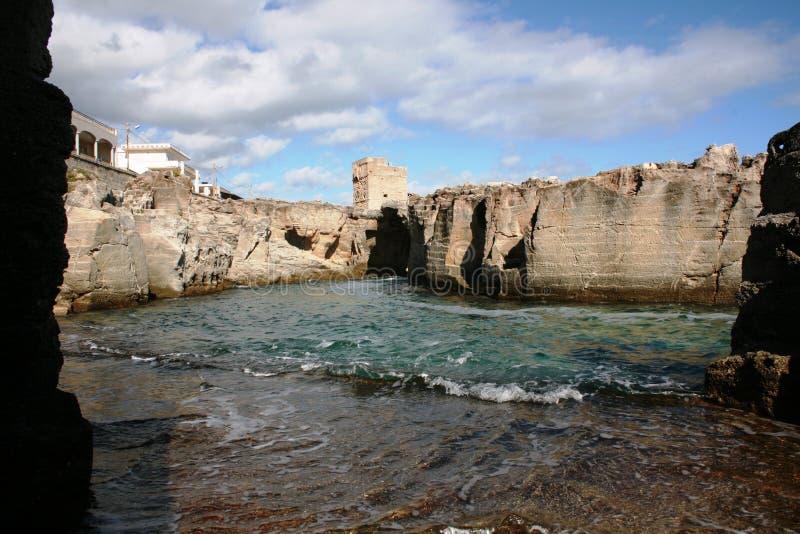 Een zwembad in de rotsen royalty-vrije stock fotografie