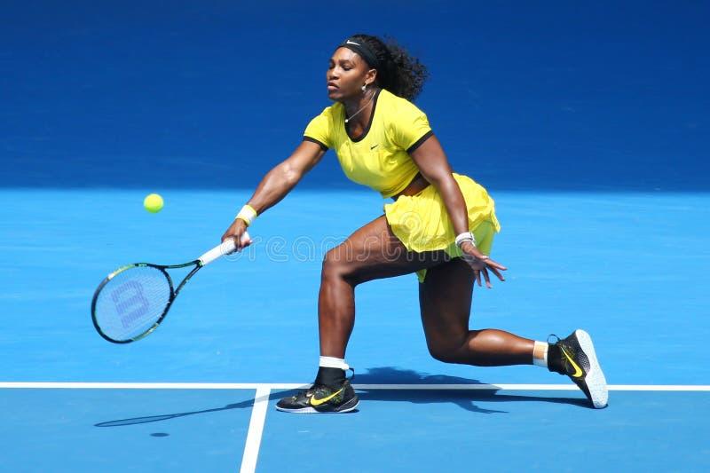 Eenentwintig keer Grote Slagkampioen Serena Williams in actie tijdens haar kwart definitieve gelijke bij Australian Open 2016 stock foto's