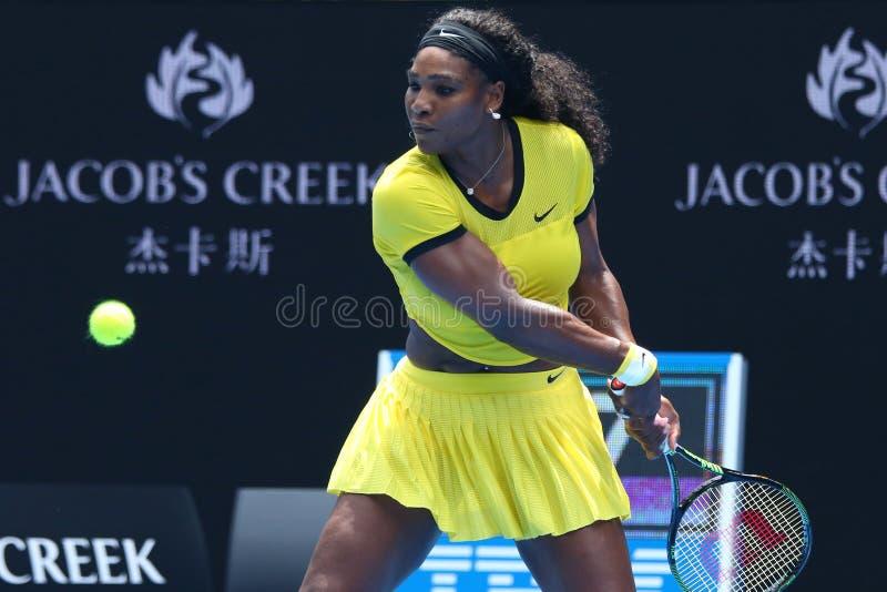 Eenentwintig keer Grote Slagkampioen Serena Williams in actie tijdens haar kwart definitieve gelijke bij Australian Open 2016 royalty-vrije stock afbeeldingen
