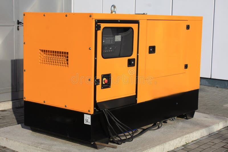Eenerator diesel auxiliar amarelo para a emergência Electric Power imagem de stock royalty free