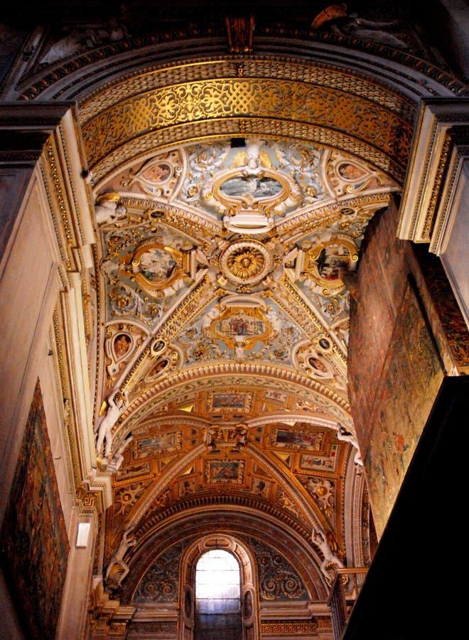 Eens de gouden koepel van Bergamo met venster stock foto