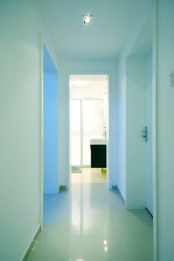 Eenvoudig en schoon huis stock afbeelding