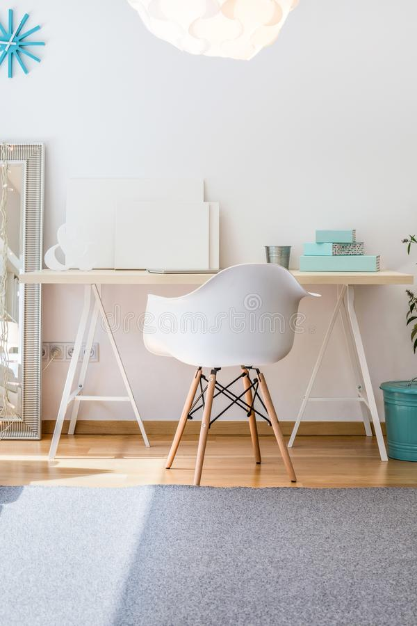Eenvoudig huisbureau stock foto's
