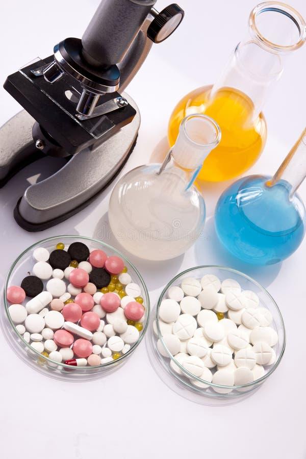 Eenvoudige Chemie en pillen royalty-vrije stock afbeelding