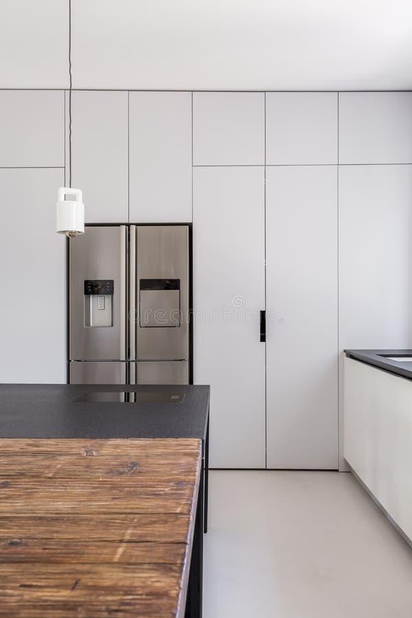 Eenvoudige functionele keuken royalty-vrije stock afbeelding