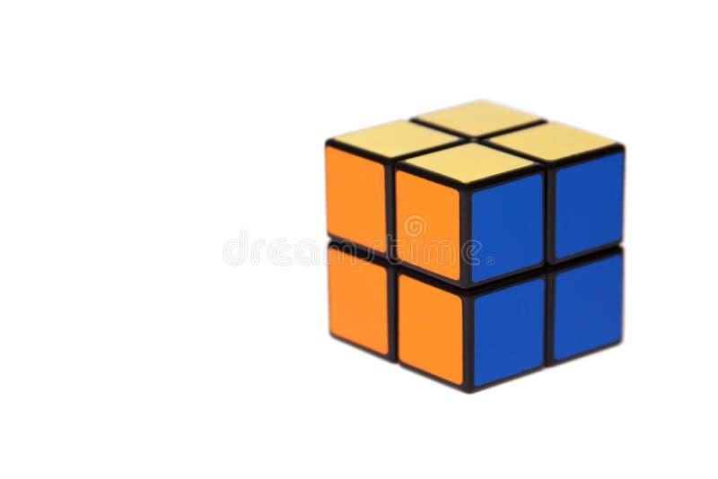 Eenvoudige kleine vier tegelskubus Gemakkelijk menings challanging raadsel op witte achtergrond, eenvoud, gemak royalty-vrije stock afbeeldingen