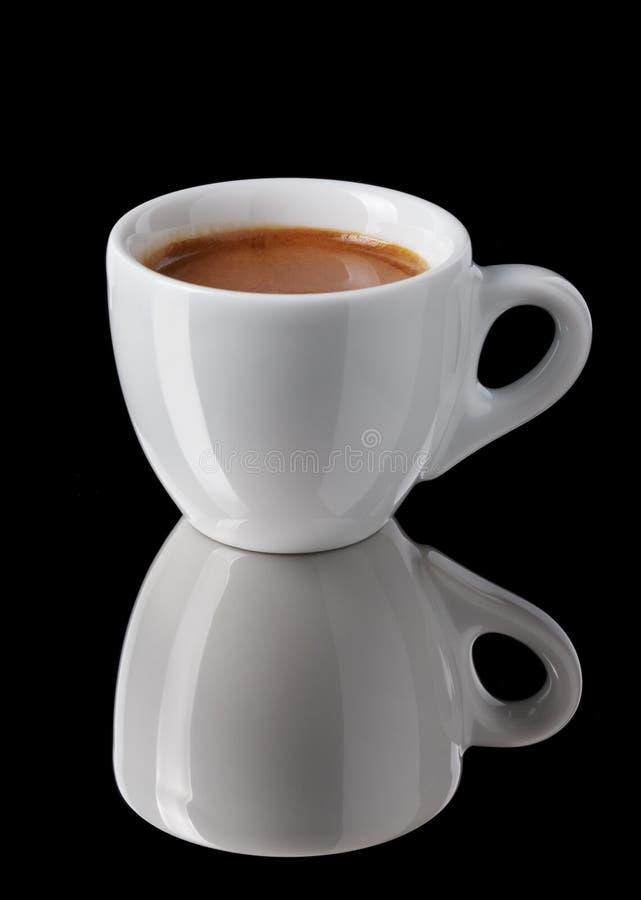 Eenvoudige kop van vers gemaakte dubbele espresso royalty-vrije stock afbeeldingen
