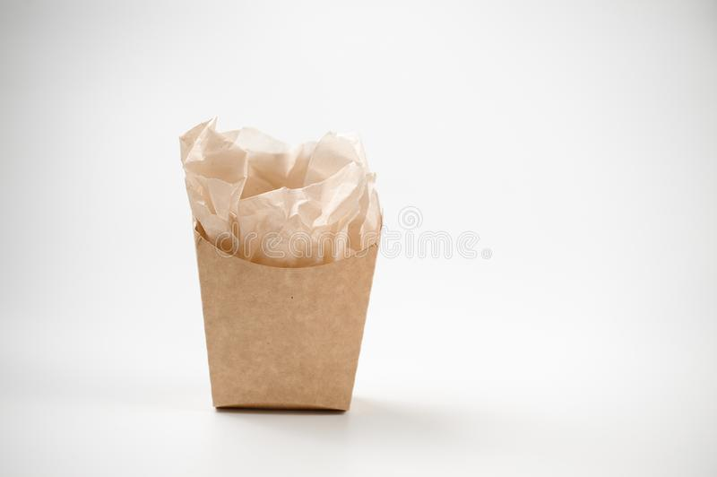 Eenvoudige lege pakpapierzak voor lunch op witte achtergrond royalty-vrije stock fotografie