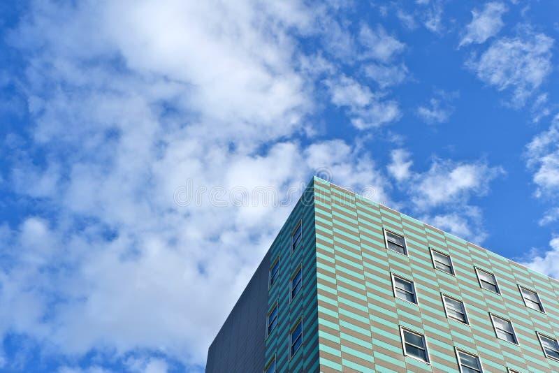 Eenvoudige stedelijke achtergrond Hoek van het gebouw stock afbeeldingen