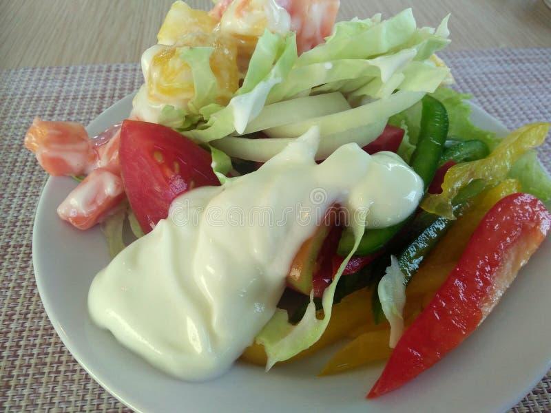 Eenvoudige verse salade stock foto