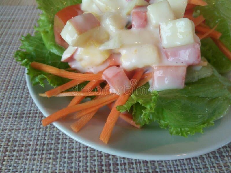Eenvoudige verse salade stock foto's