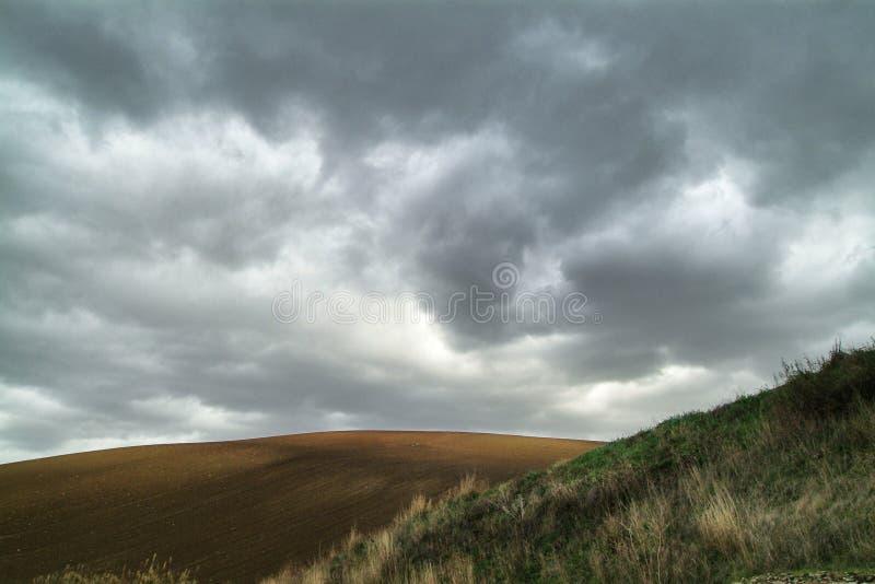 Eenzaam Art Nature Hills onder bewolkte hemel royalty-vrije stock foto