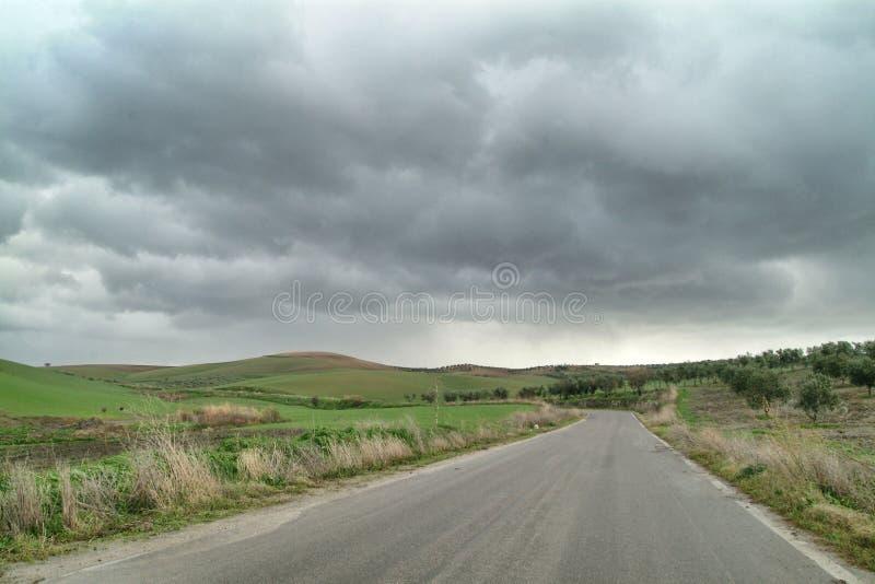 Eenzaam Art Nature Hills onder bewolkte hemel royalty-vrije stock foto's