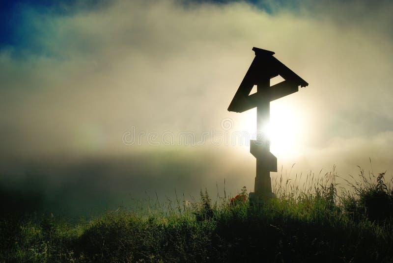 Eenzaam eng Orthodox zwart kruis royalty-vrije stock fotografie